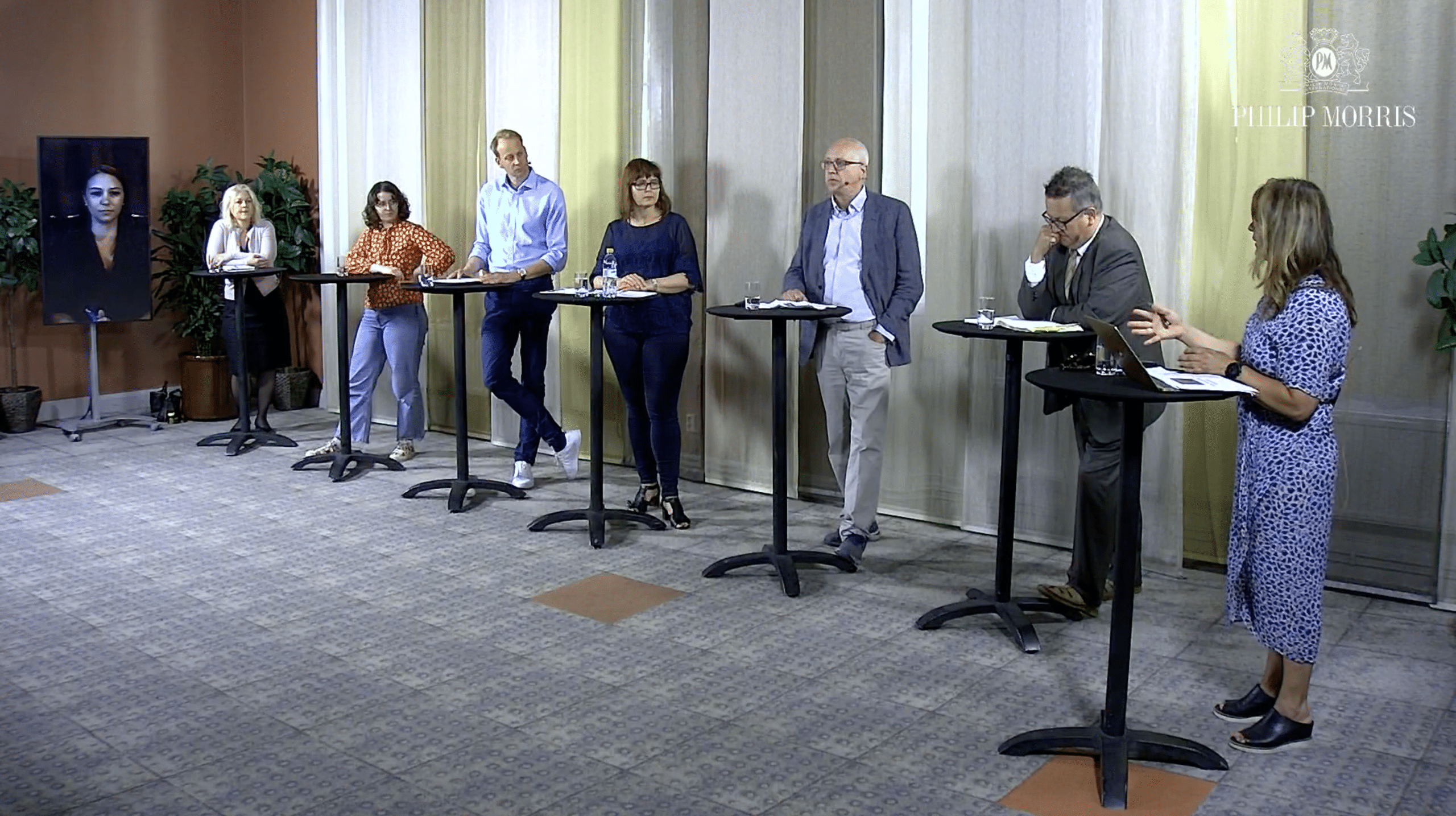 Svensk tobakspolitik debatterades av en panel med politiker, läkare och debattörer.